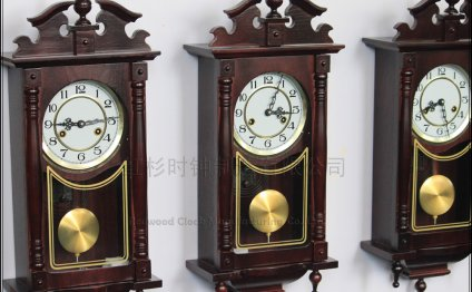 Mechanical pendulum clocks