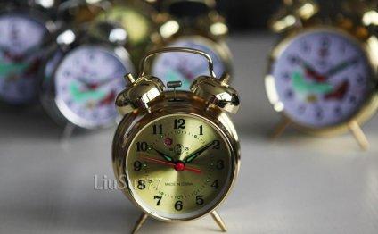 No. metal clockwork mechanical